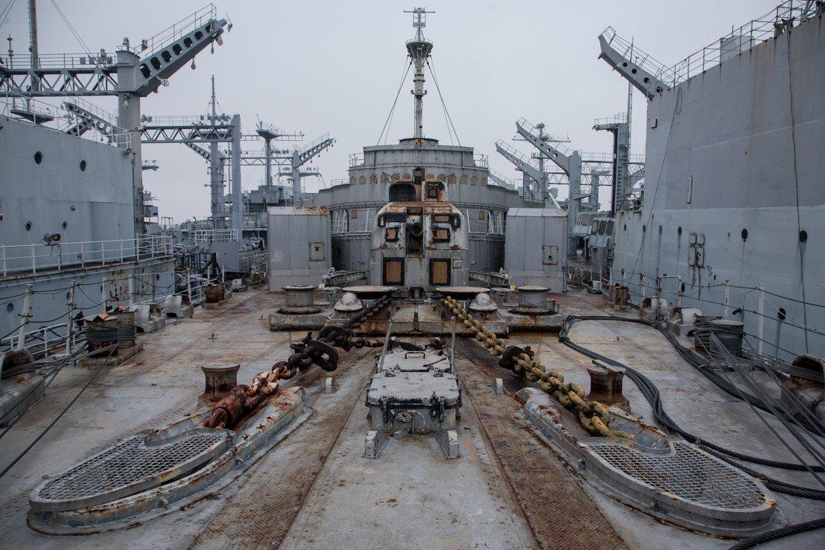 Suba a bordo de uma frota de navios militares fantasmas enferrujando na costa de San Francisco 03