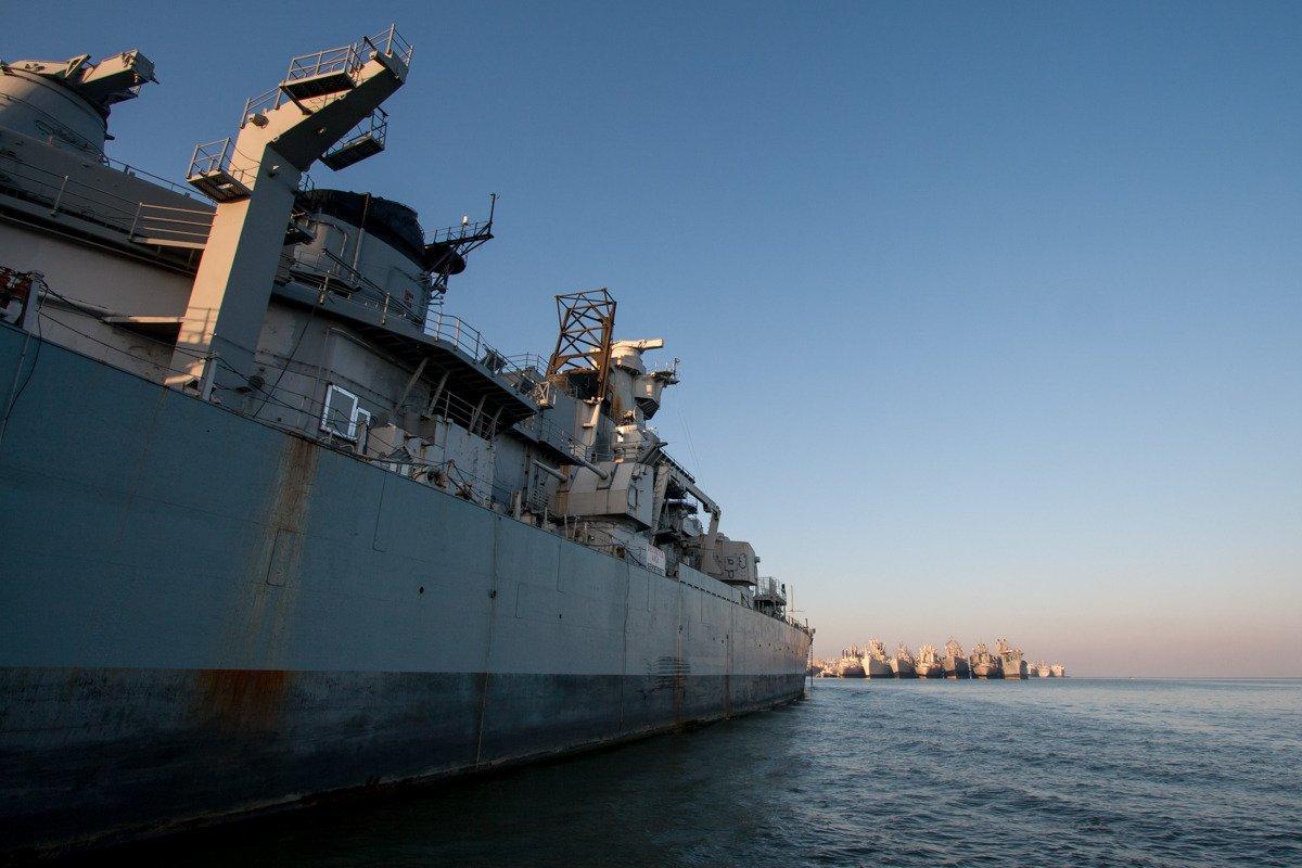 Suba a bordo de uma frota de navios militares fantasmas enferrujando na costa de San Francisco 04