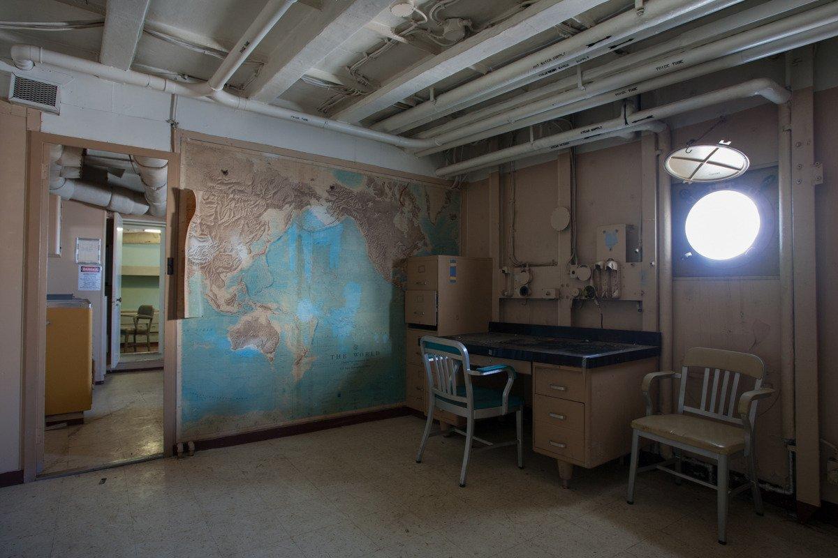 Suba a bordo de uma frota de navios militares fantasmas enferrujando na costa de San Francisco 07