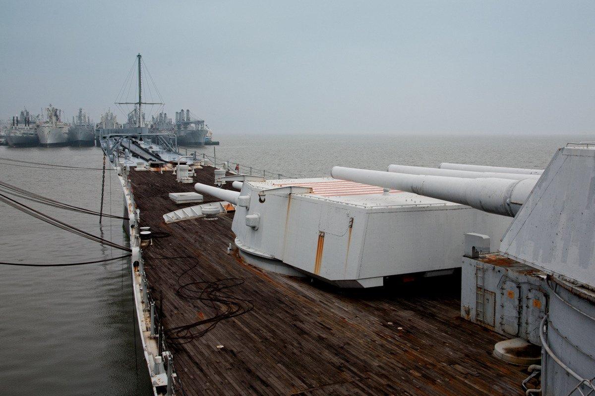 Suba a bordo de uma frota de navios militares fantasmas enferrujando na costa de San Francisco 15